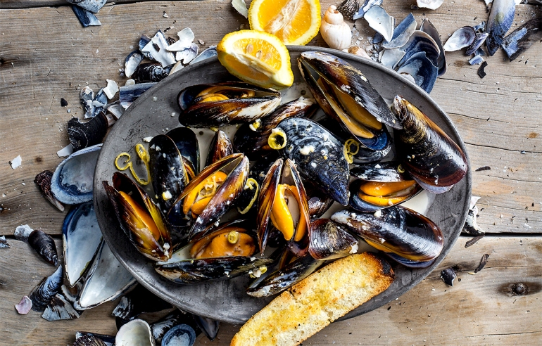 creamy-lemon-pepper-mussels